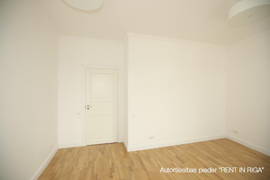 Pārdod dzīvokli, E.Birznieka Upīša iela 10A - Attēls 1