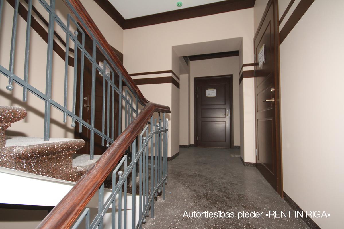 Pārdod dzīvokli, E.Birznieka Upīša iela 10 - Attēls 1