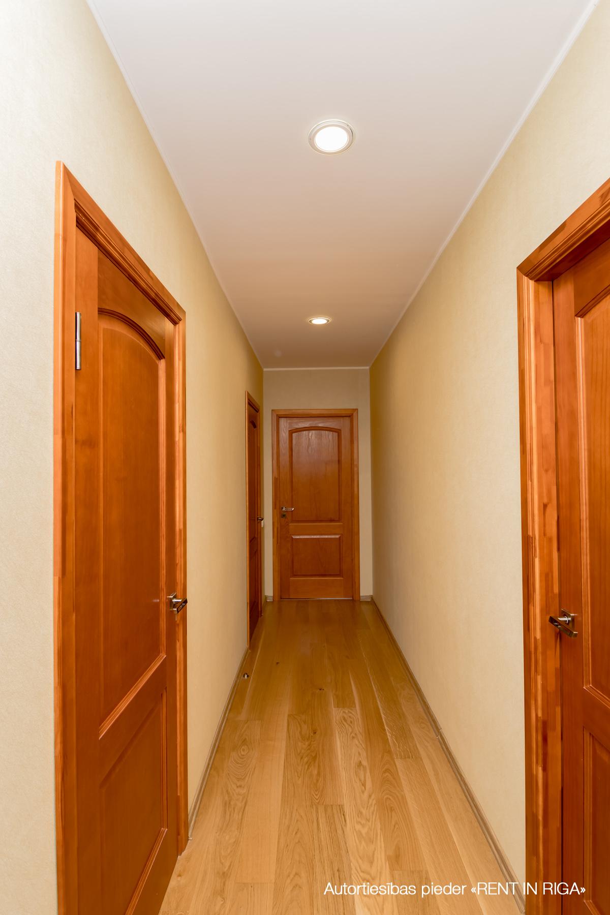 Pārdod māju, Kalmju iela - Attēls 1