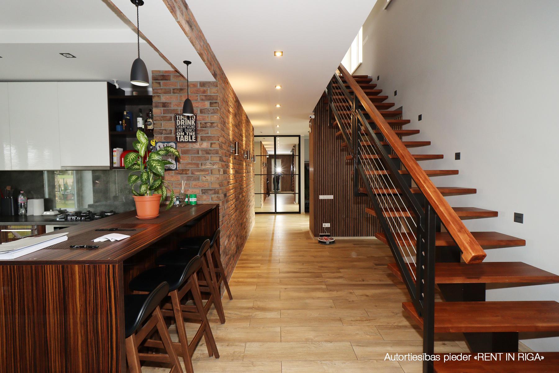 Pārdod māju, Meiju iela - Attēls 1