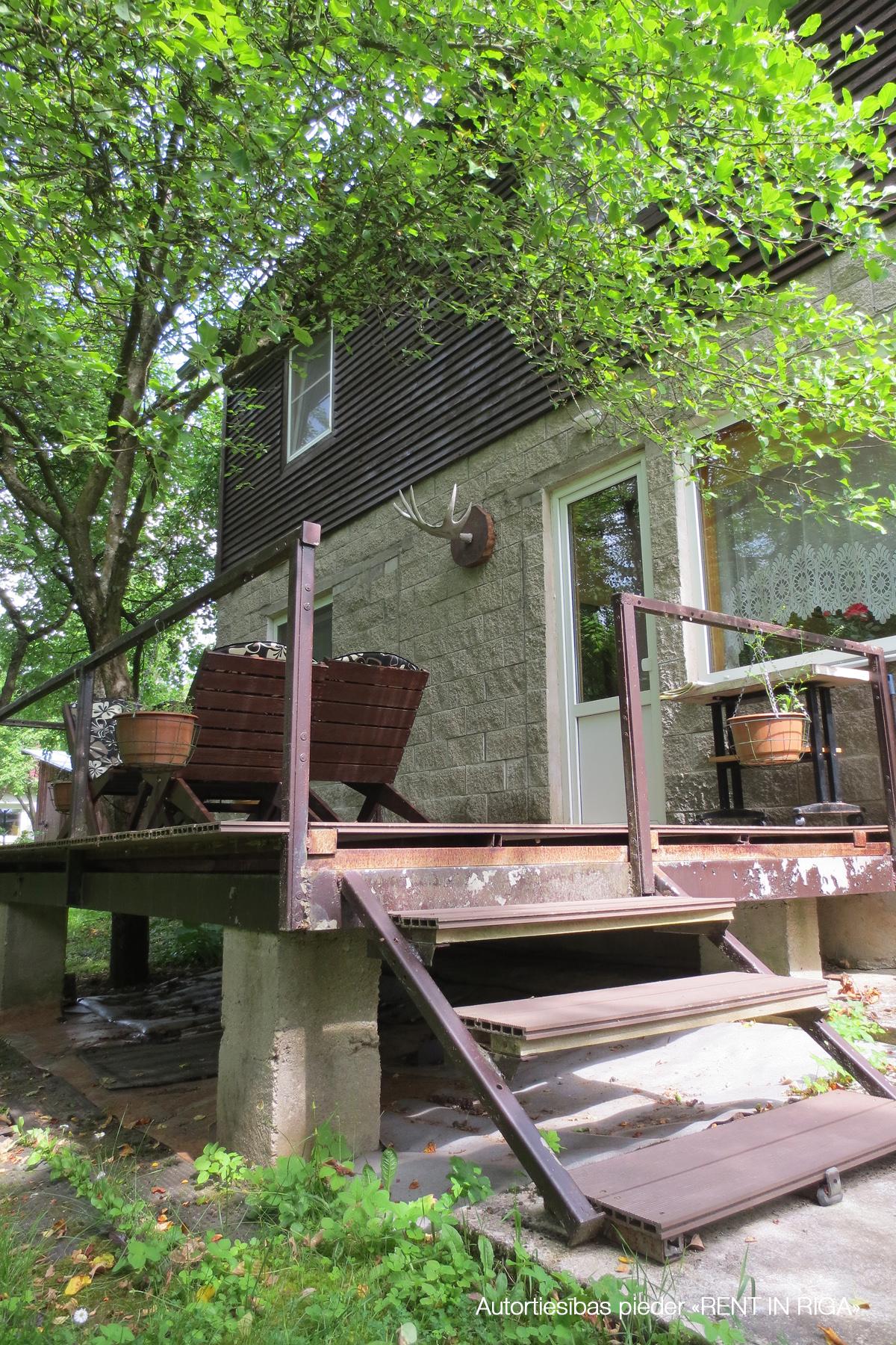 Pārdod māju, Garā iela - Attēls 1