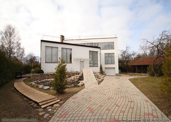 Pārdod māju, Astras iela - Attēls 1