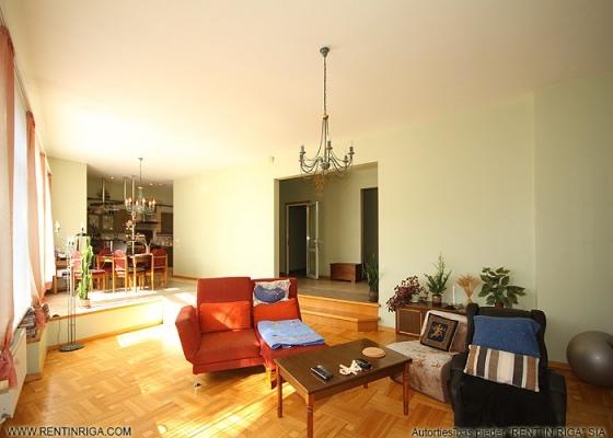 Pārdod māju, Stokholmas iela - Attēls 7