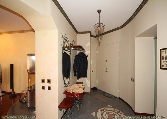 Pārdod dzīvokli, Teātra iela 12 - Attēls 1