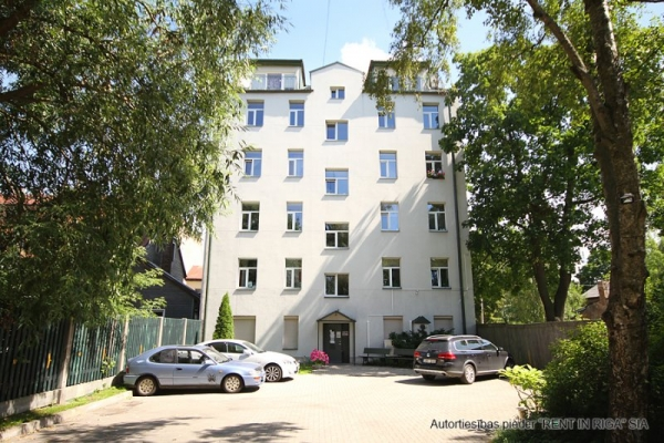 Apartment for sale, Mazā kalna street 13