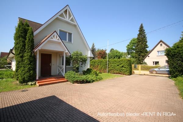 Pārdod māju, Rožu iela - Attēls 1