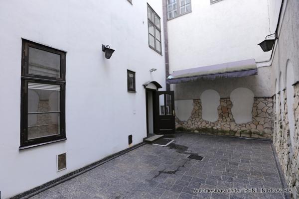 Pārdod namīpašumu, Anglikāņu iela - Attēls 6