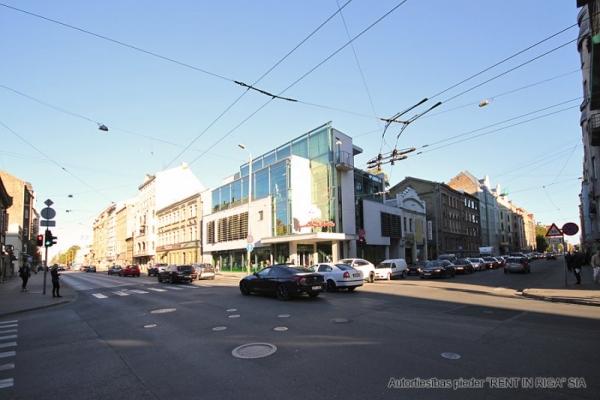 Pārdod tirdzniecības telpas, Čaka iela - Attēls 1