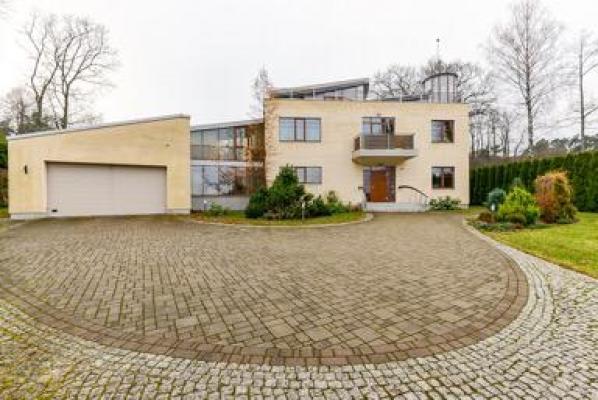 Pārdod māju, Brēmenes iela - Attēls 1