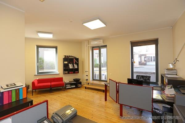 Pārdod biroju, Balasta dambis - Attēls 4