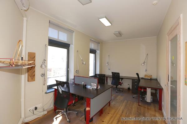 Pārdod biroju, Balasta dambis - Attēls 8