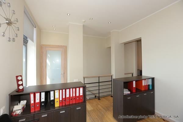 Pārdod biroju, Balasta dambis - Attēls 10