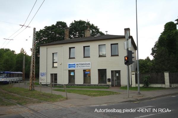 Pārdod māju, Viesītes iela - Attēls 1