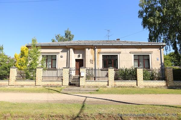 Pārdod māju, Ropažu iela - Attēls 1