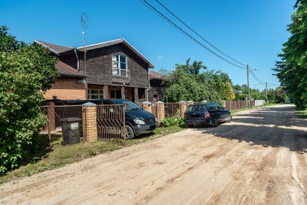 Pārdod māju, Kļavu iela - Attēls 2