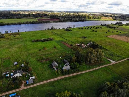 Pārdod zemi, Pie Daugavas - Attēls 1