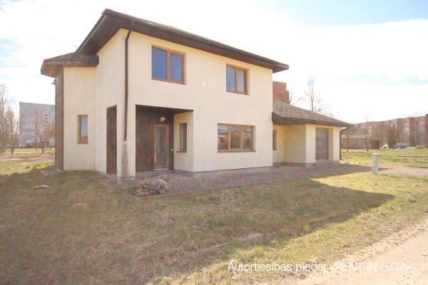 Pārdod māju, Pļavu iela - Attēls 1
