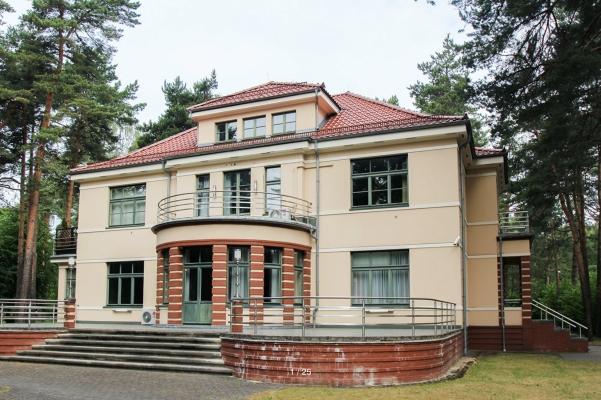 Pārdod māju, Visbijas prospekts - Attēls 1