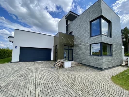 Pārdod māju, Laipu iela - Attēls 1
